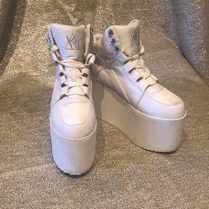 YRU QOZMO SKY-HI white size 9